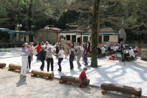 Elvetur ved byen Omis Her var det dans og morro !