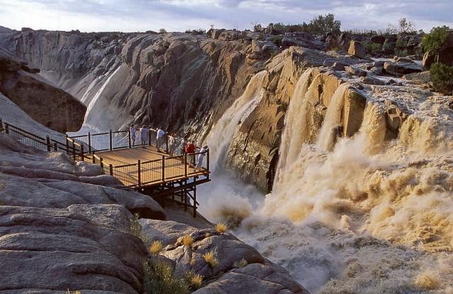Vannfall i Lesotho 1.jpg