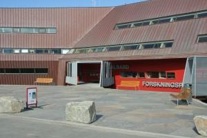 IMG 2275 Idag er det forskere fra hele verden som befolker Svalbard. Ved universitetet i Longyearbyen jobber geologer, arkeologer, glaciologer, ornitologer, nordlysforskere etc. Her ligger også Norsk Polarinstitutt