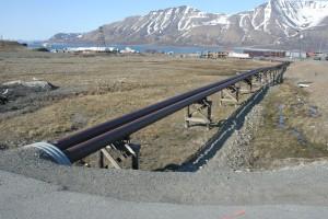 IMG 2284 I et land med permafrost kan ikke noe graves ned - fjernvarmerørene ligger over bakken